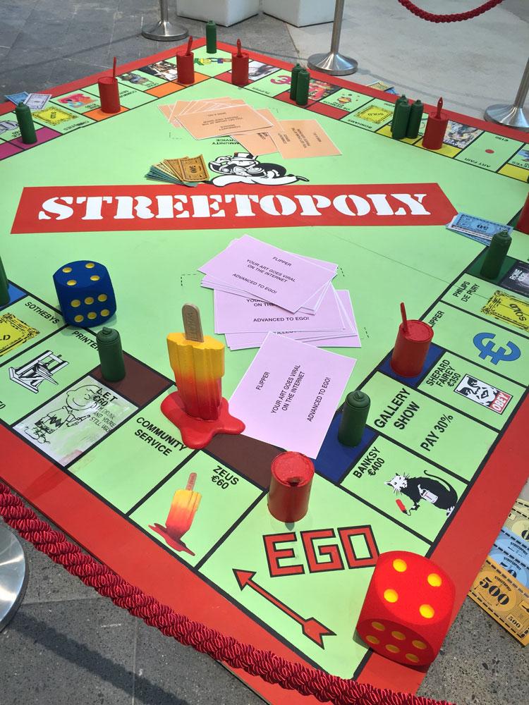 Streetart   Monopoly = Streetopoly / Der Londoner Künstler Dean Zeus Colman setzte sich so auf spielerische Weise mit den Gesetzmäßigkeiten der Kunstwelt auseinander.