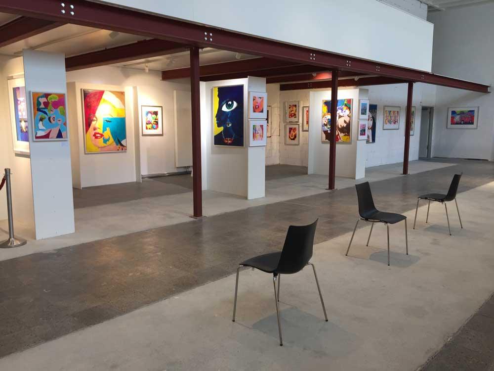 Überblick der Ausstellung in den Räumen des MUCA