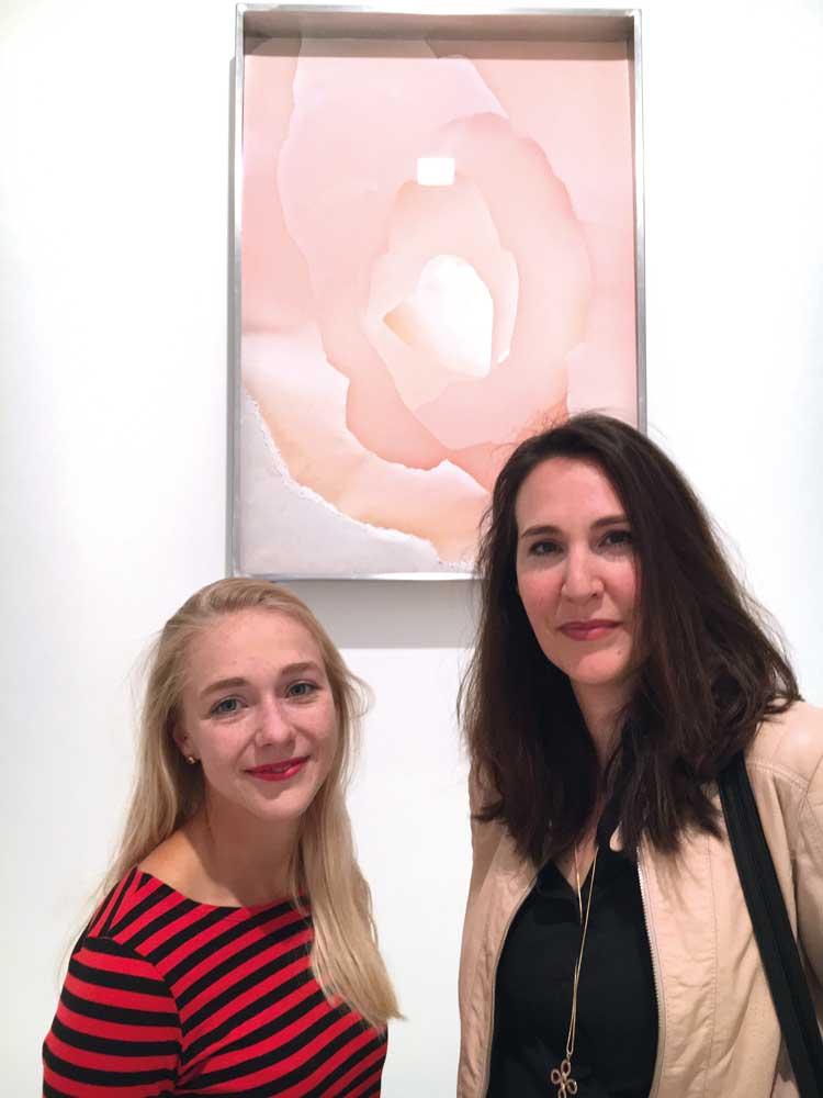 Mit Estella Vallender, rechte Hand von Galerie-Inhaber Stephan Stumpf und Expertin für alle dort gezeigten Exponate