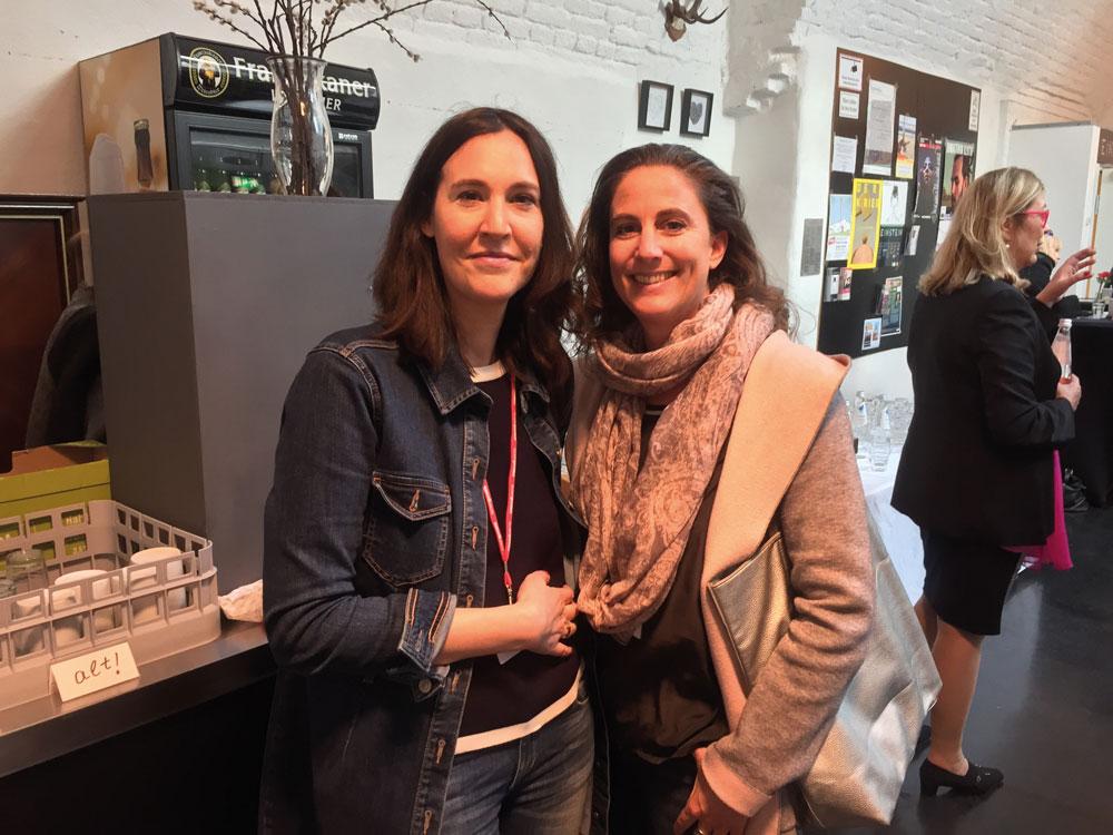 Freudiges Wiedersehen mit der Künstlerin Bianca Artopé.