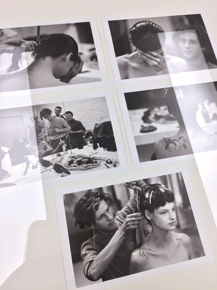 Diese Fotos erinnern an die weinende Linda Evangelista beim Schneiden ihres legendären Kurzhaarschnittes, der ihr den Durchbruch als Supermodel verschaffte und zu ihrem Markenzeichen wurde!