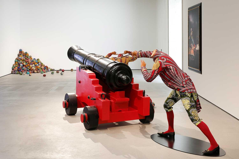 Yinka Shonibare CBE. End of Empire, Ausstellungsansicht, Museum der Moderne Salzburg, 2021, © Museum der Moderne Salzburg, Foto: Rainer Iglar
